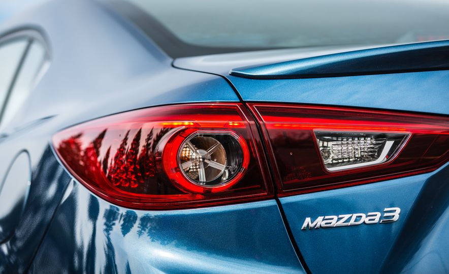 2017 Mazda 3 - Slide 25
