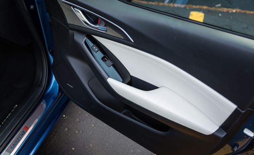 2017 Mazda 3 - Slide 32