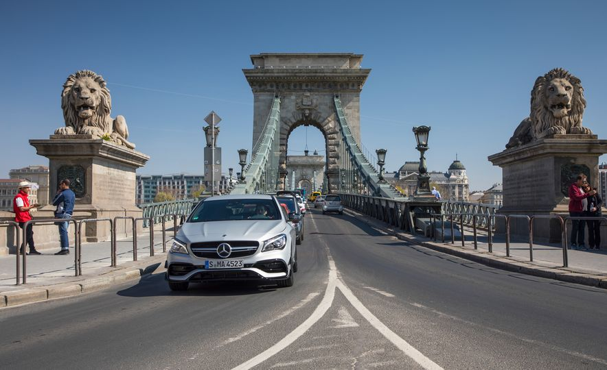2017 Mercedes-AMG GLA45 - Slide 27