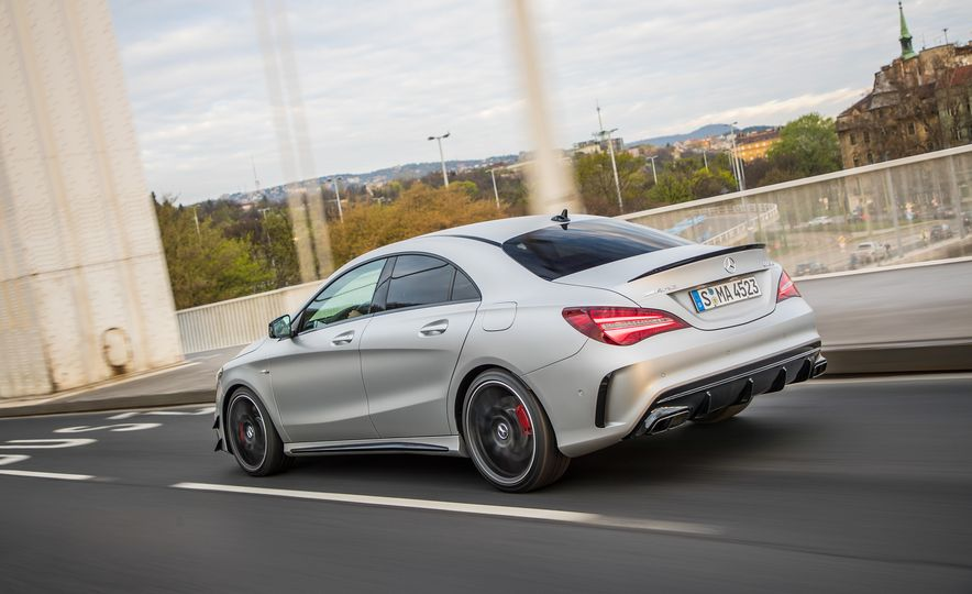 2017 Mercedes-AMG GLA45 - Slide 31