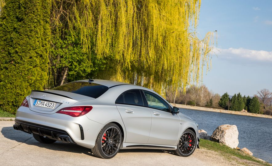 2017 Mercedes-AMG GLA45 - Slide 37