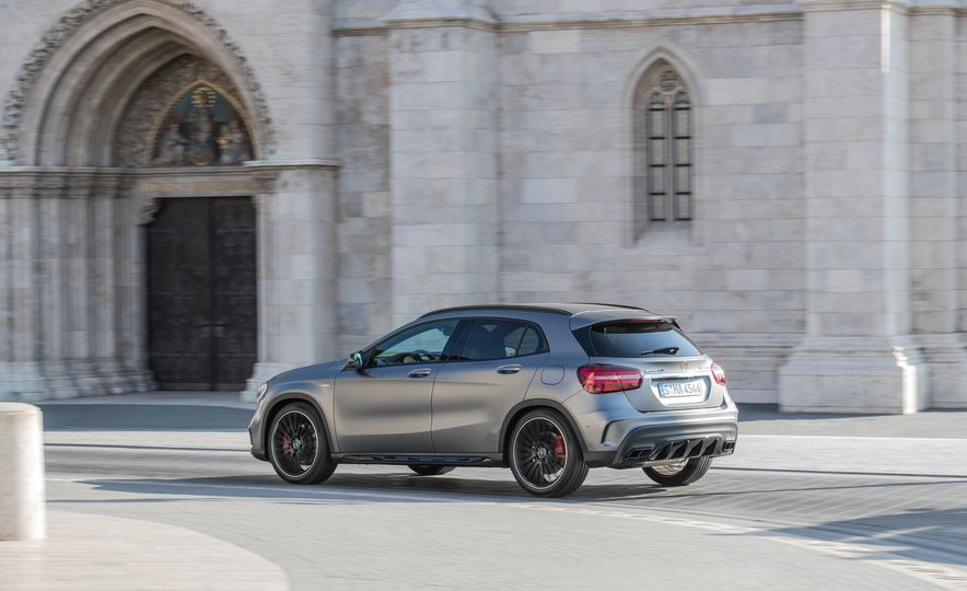 2017 Mercedes-AMG GLA45 - Slide 8