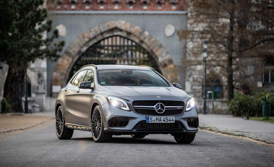 2017 Mercedes-AMG GLA45 - Slide 10