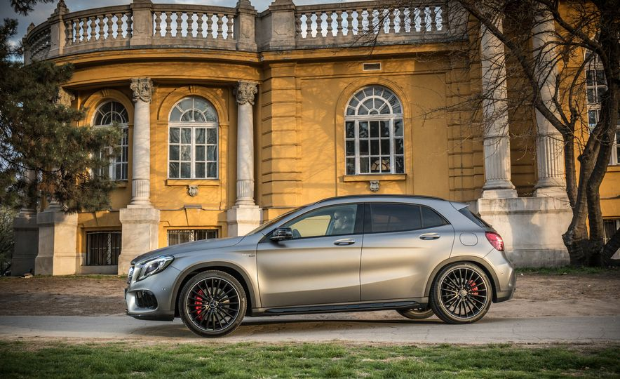 2017 Mercedes-AMG GLA45 - Slide 14