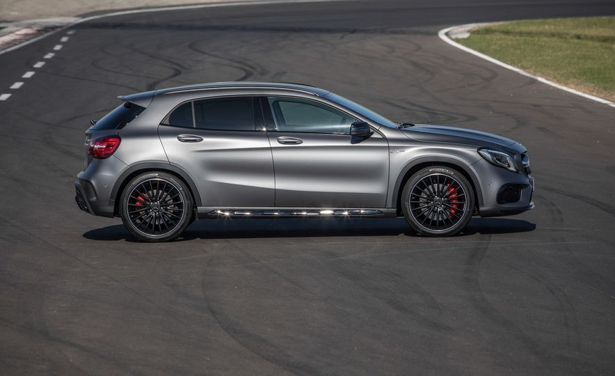 2017 Mercedes-AMG GLA45 - Slide 17