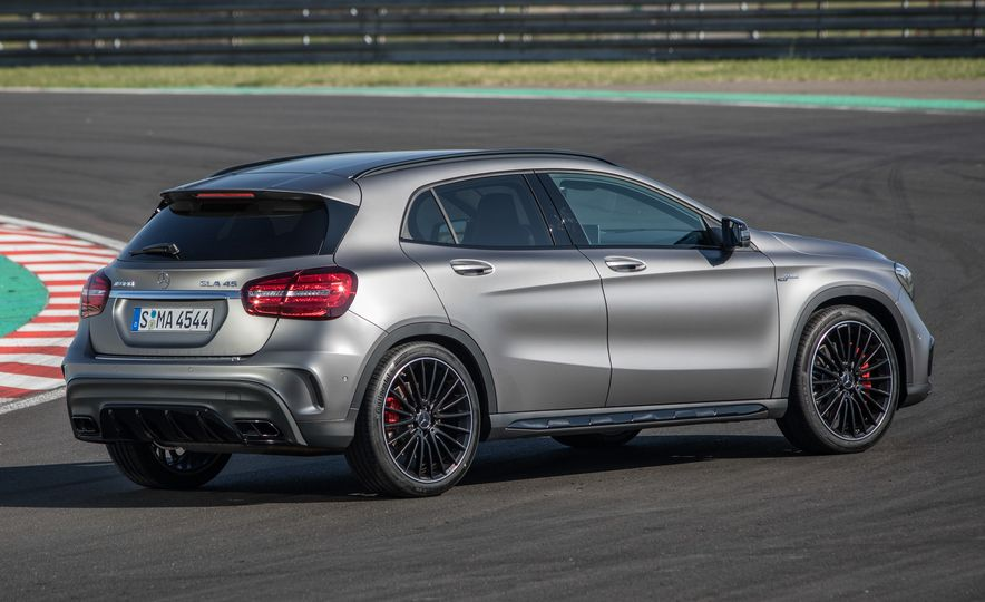2017 Mercedes-AMG GLA45 - Slide 18