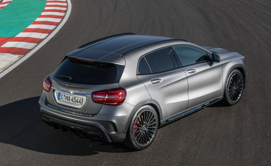 2017 Mercedes-AMG GLA45 - Slide 19