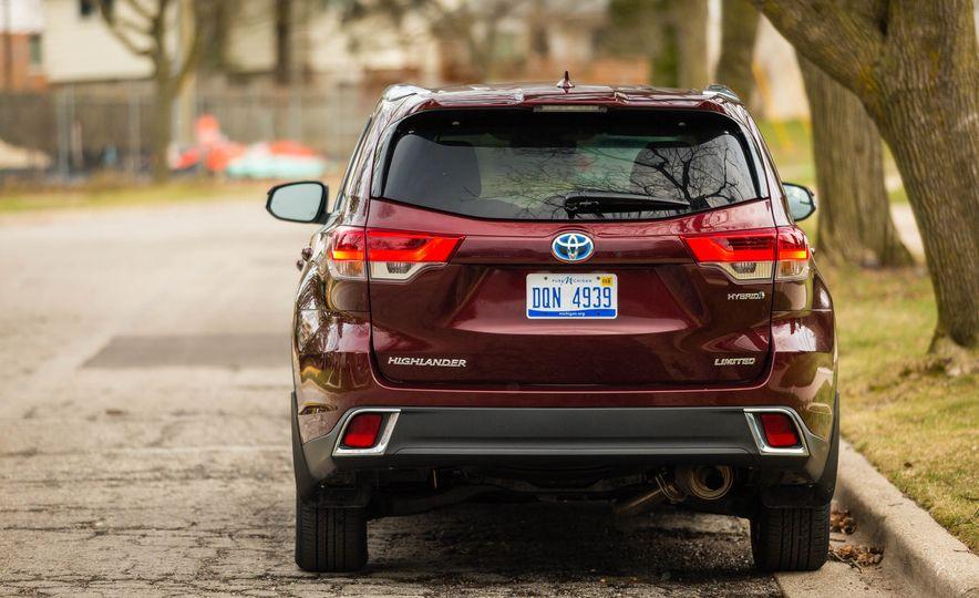 2017 Toyota Highlander hybrid - Slide 17