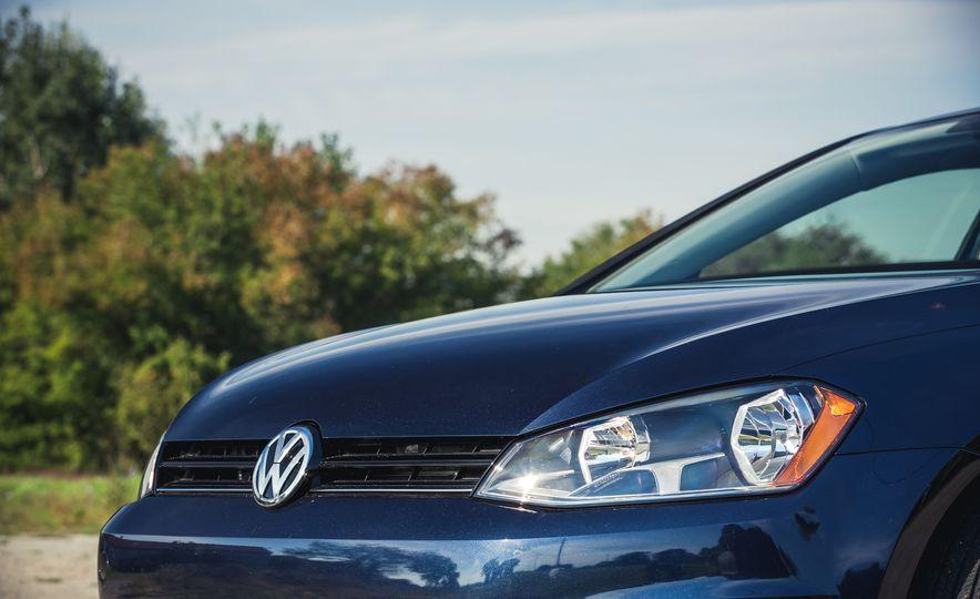 2017 Volkswagen Golf - Slide 14