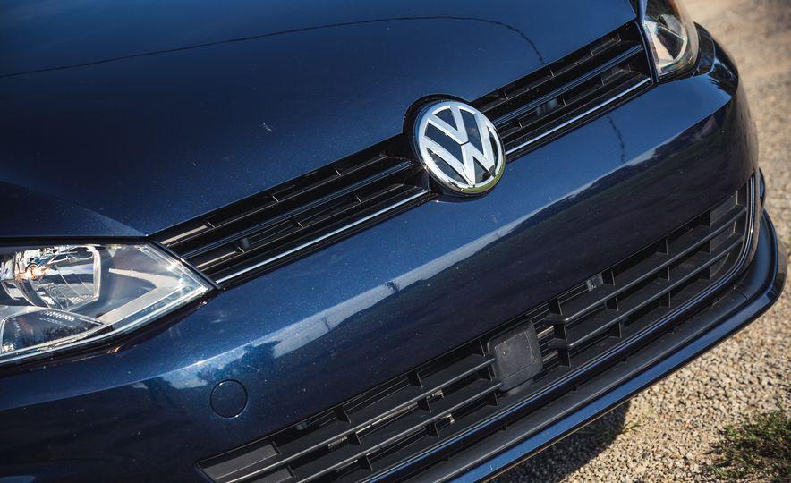 2017 Volkswagen Golf - Slide 17
