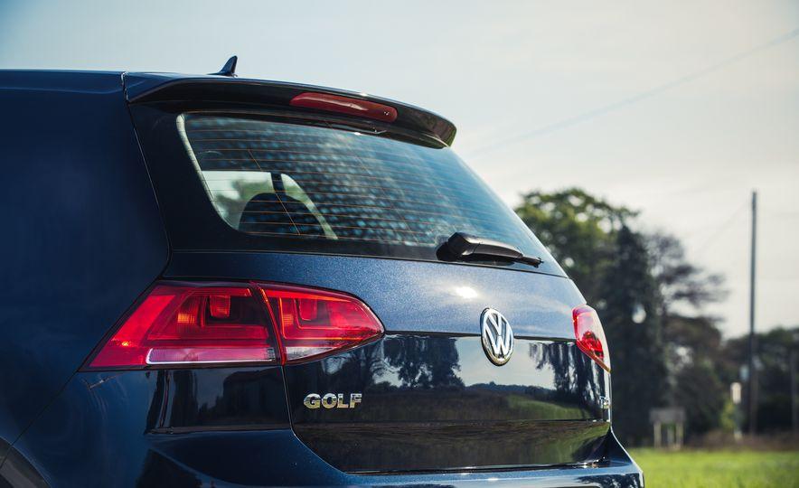 2017 Volkswagen Golf - Slide 19