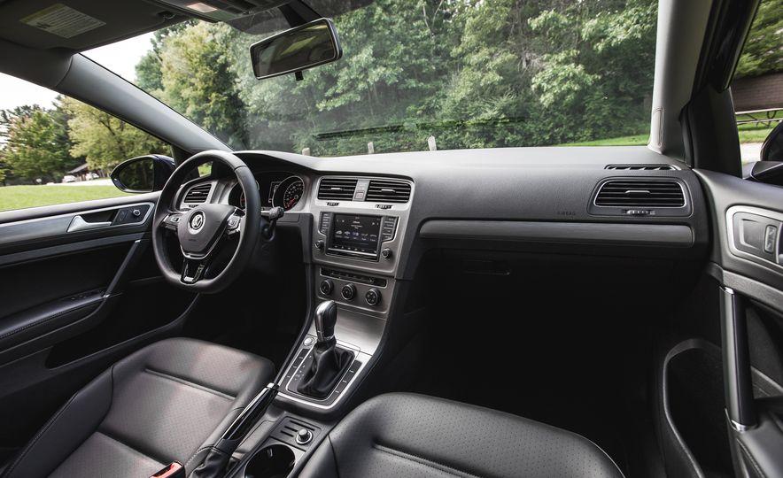 2017 Volkswagen Golf - Slide 26