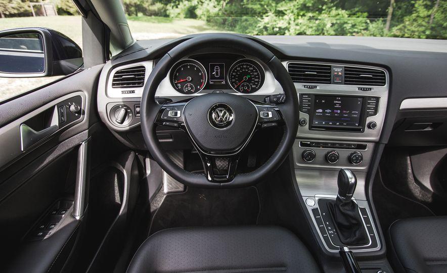 2017 Volkswagen Golf - Slide 37