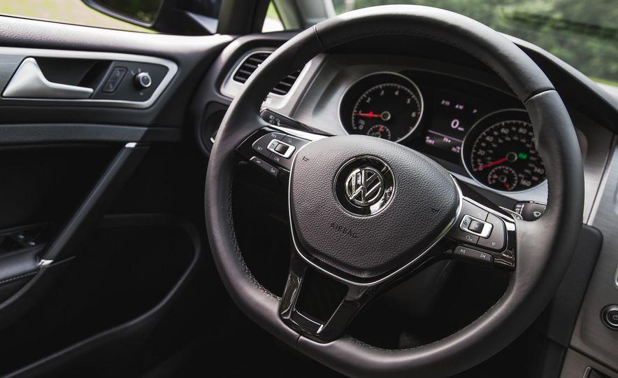 2017 Volkswagen Golf - Slide 38