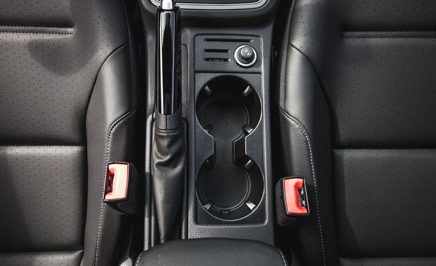 2017 Volkswagen Golf - Slide 43