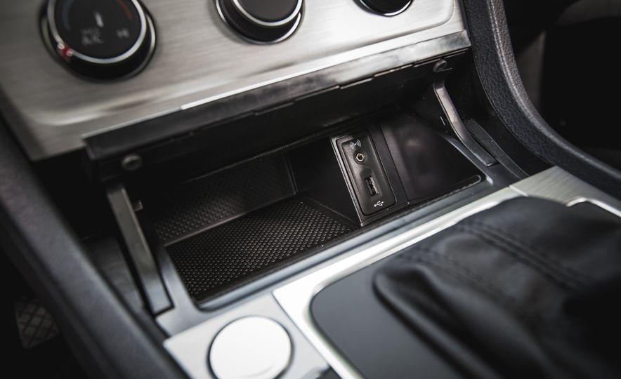2017 Volkswagen Golf - Slide 44