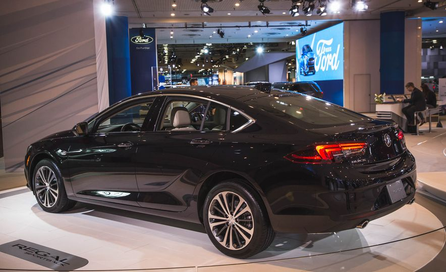 2018 Buick Regal Sportback - Slide 3