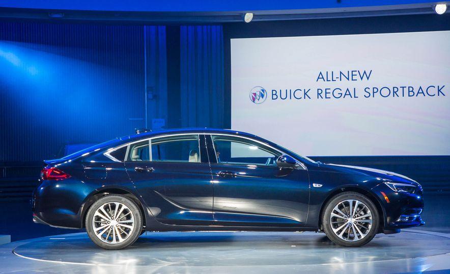 2018 Buick Regal Sportback - Slide 14