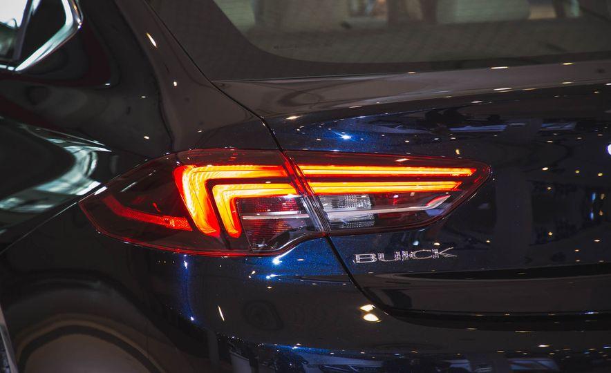 2018 Buick Regal Sportback - Slide 5