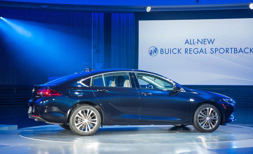 2018 Buick Regal Sportback - Slide 15