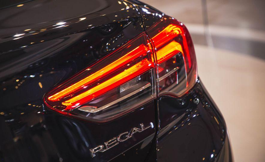 2018 Buick Regal Sportback - Slide 6