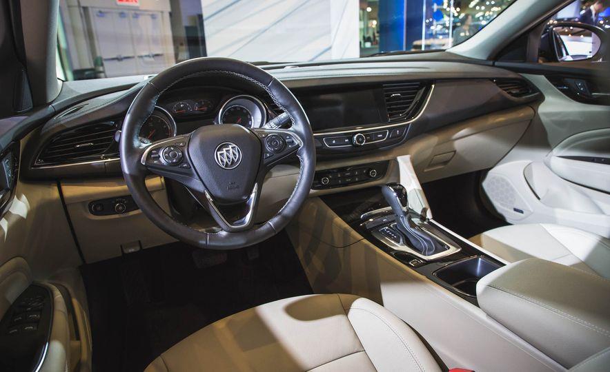 2018 Buick Regal Sportback - Slide 7
