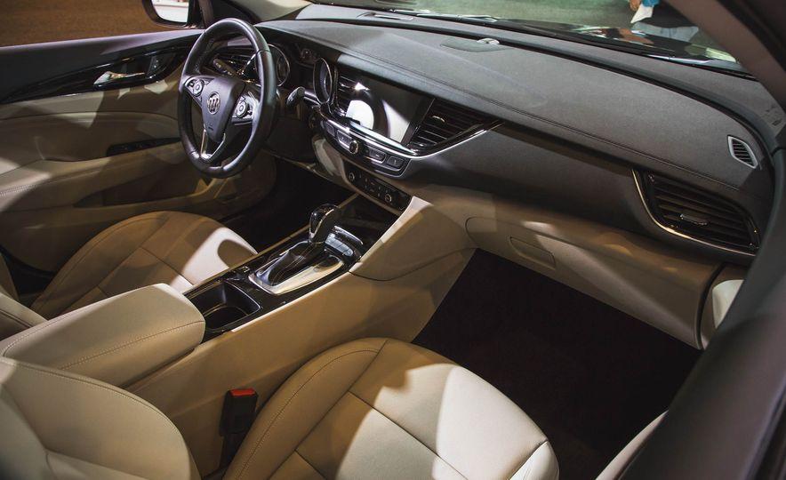2018 Buick Regal Sportback - Slide 8