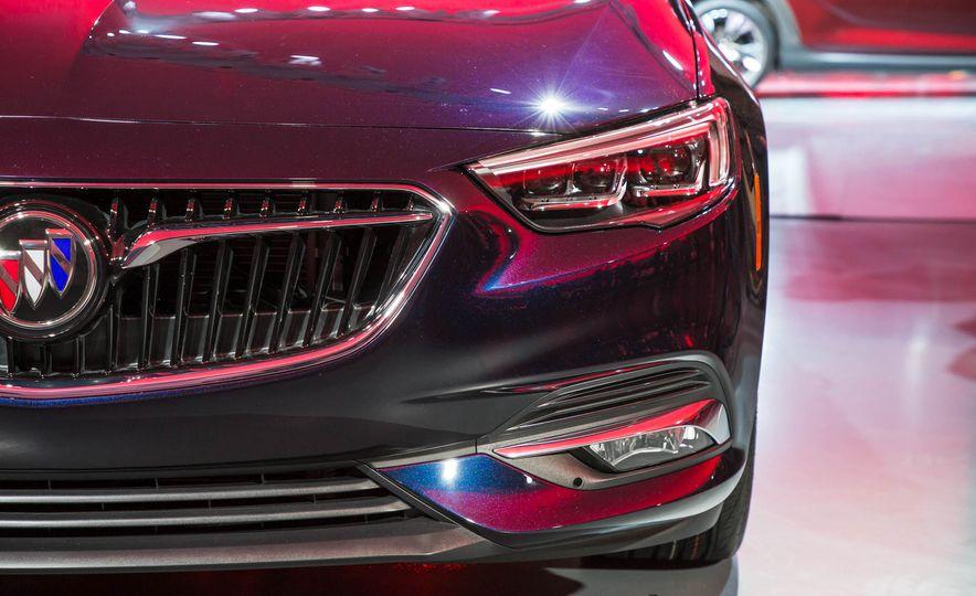 2018 Buick Regal Sportback - Slide 20