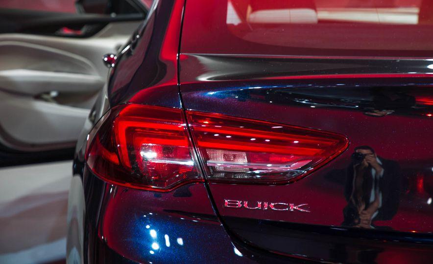 2018 Buick Regal Sportback - Slide 21