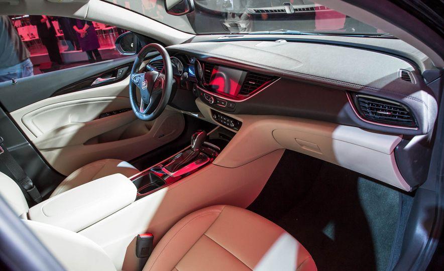 2018 Buick Regal Sportback - Slide 22