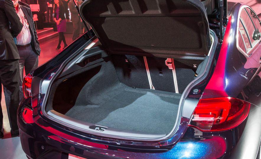 2018 Buick Regal Sportback - Slide 24