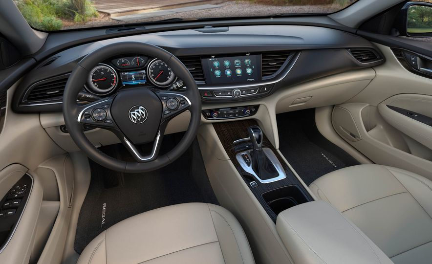 2018 Buick Regal Sportback - Slide 31
