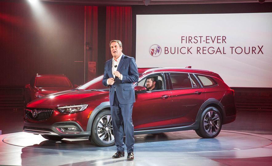 2018 Buick Regal TourX - Slide 12