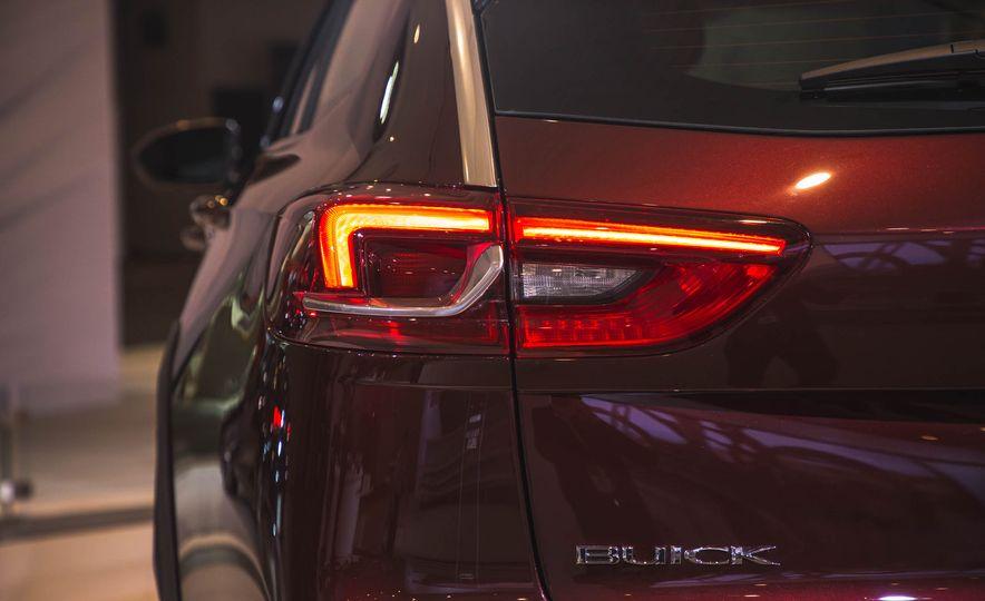 2018 Buick Regal TourX - Slide 7