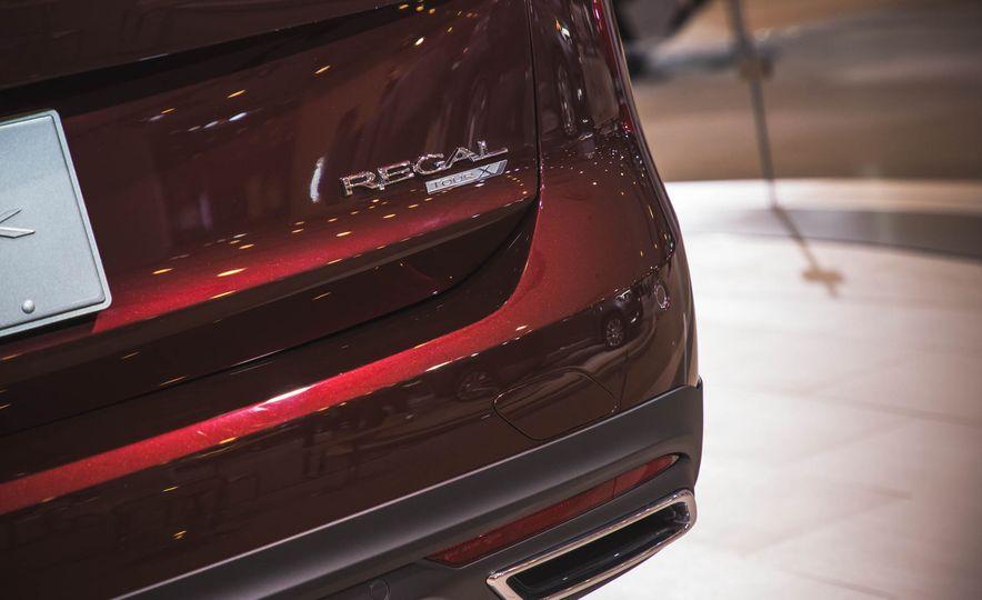 2018 Buick Regal TourX - Slide 8
