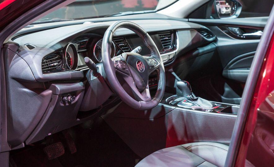 2018 Buick Regal TourX - Slide 22