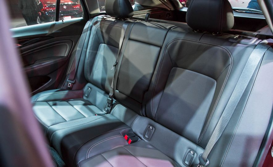 2018 Buick Regal TourX - Slide 24