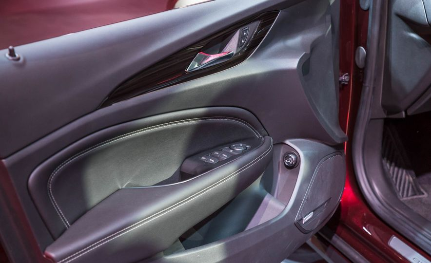 2018 Buick Regal TourX - Slide 25