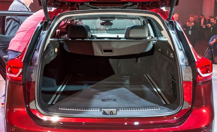 2018 Buick Regal TourX - Slide 27