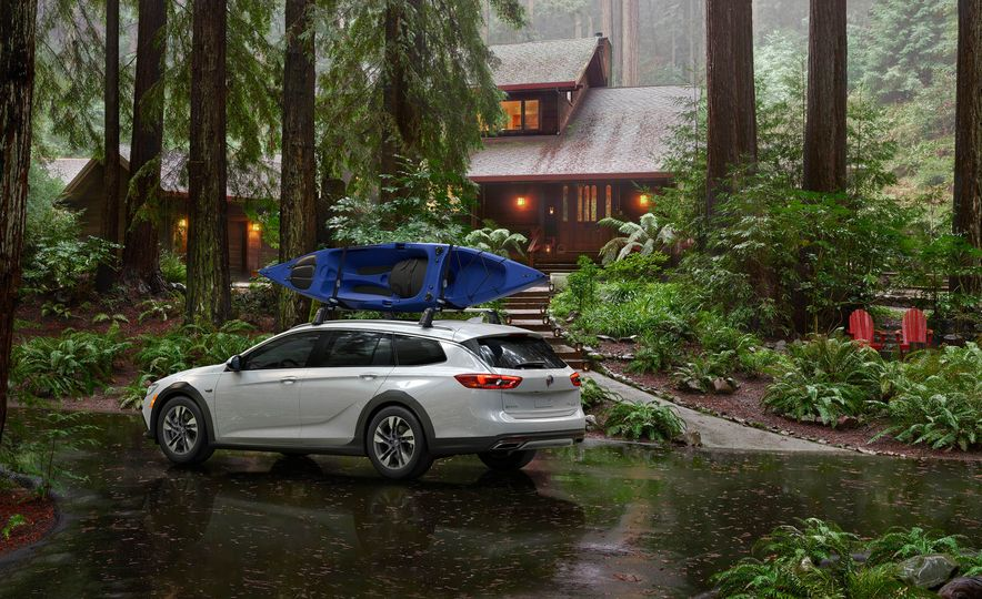 2018 Buick Regal Sportback - Slide 10