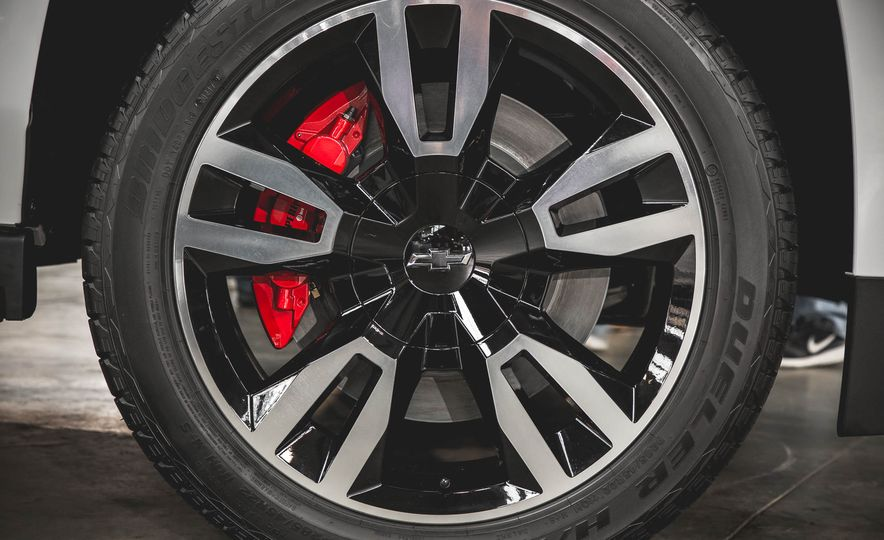 2018 Chevrolet Tahoe RST - Slide 13