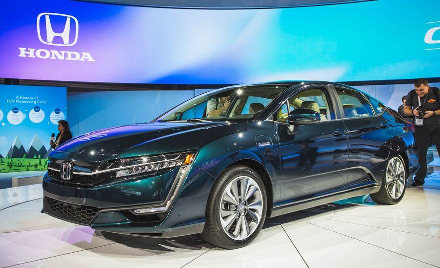 2018 Honda Clarity Plug-In Hybrid - Slide 2