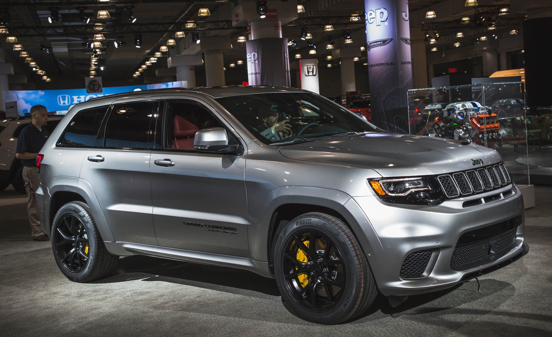 Jeep Grand Cherokee 2018 >> 2018 Jeep Grand Cherokee Trackhawk Pictures Photo Gallery Car
