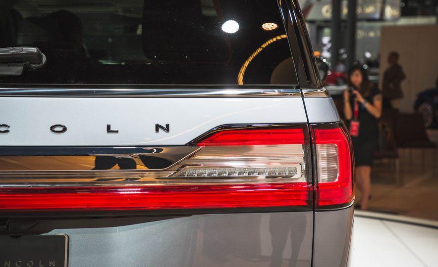 2018 Lincoln Navigator - Slide 13