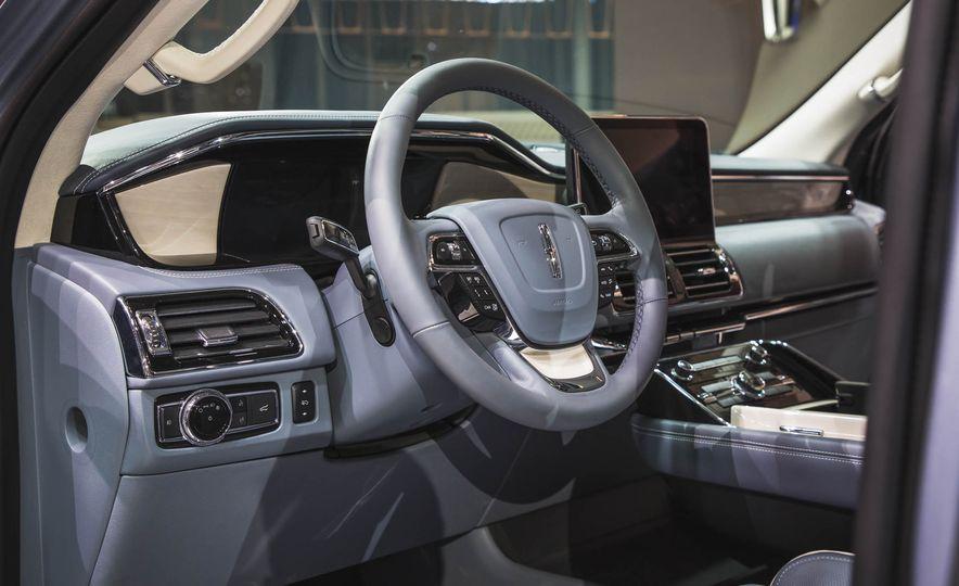 2018 Lincoln Navigator - Slide 14