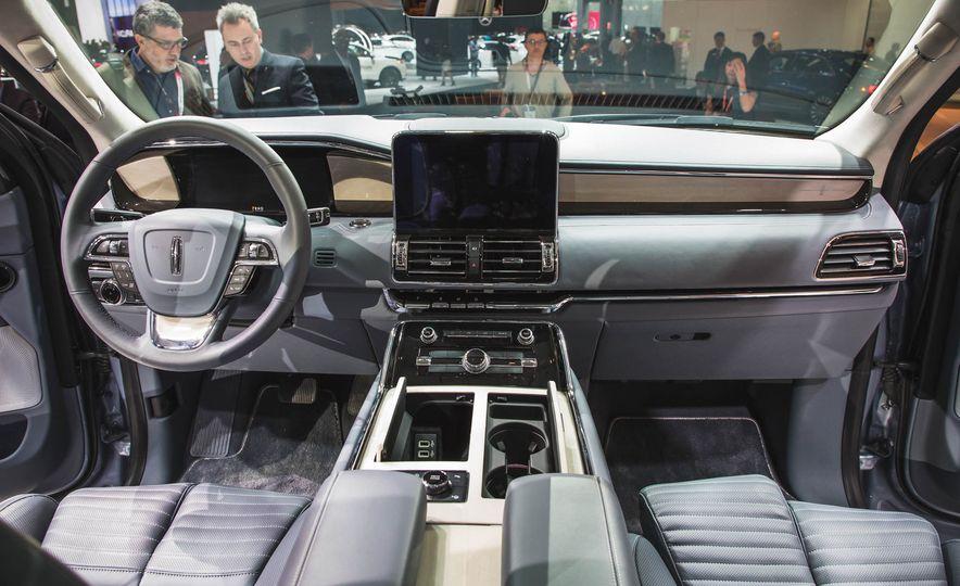 2018 Lincoln Navigator - Slide 15