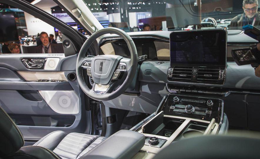 2018 Lincoln Navigator - Slide 16