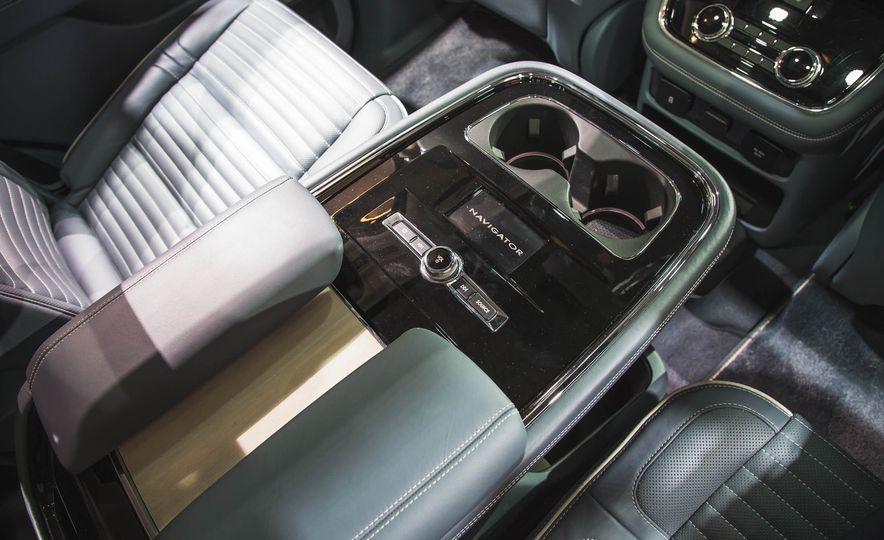 2018 Lincoln Navigator - Slide 20