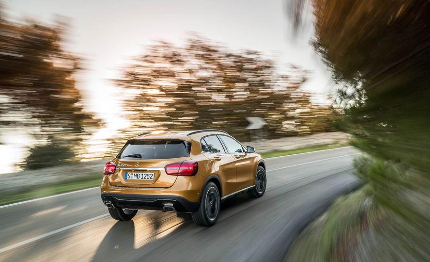 2018 Mercedes-Benz GLA250 - Slide 11