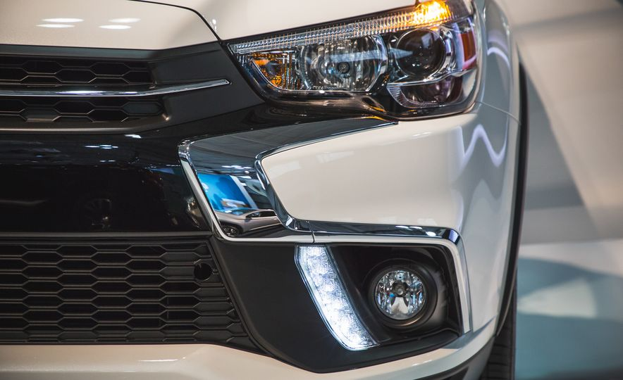 2018 Mitsubishi Outlander Sport - Slide 6